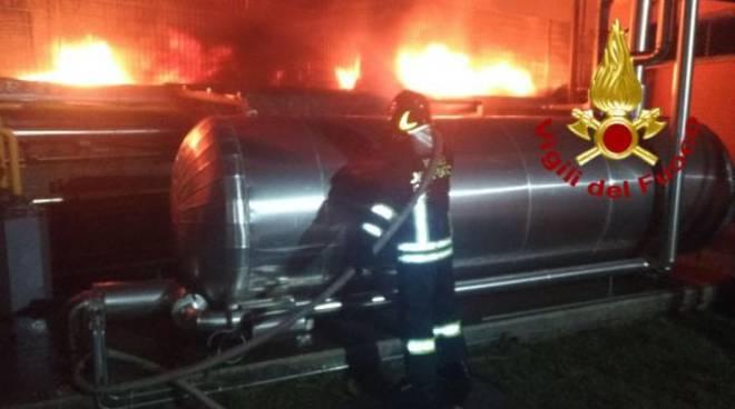 incendio pneumatici pomezia