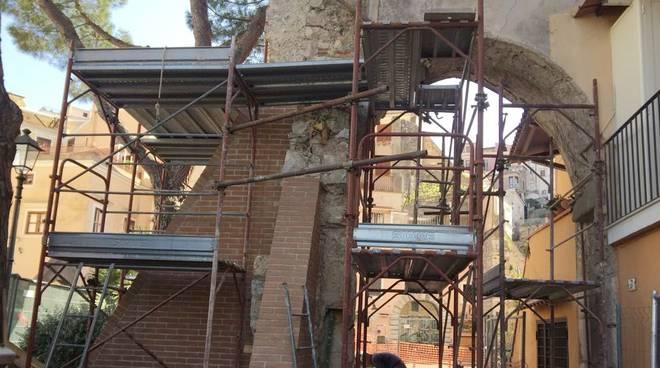Gaeta restauro Porta Domnica
