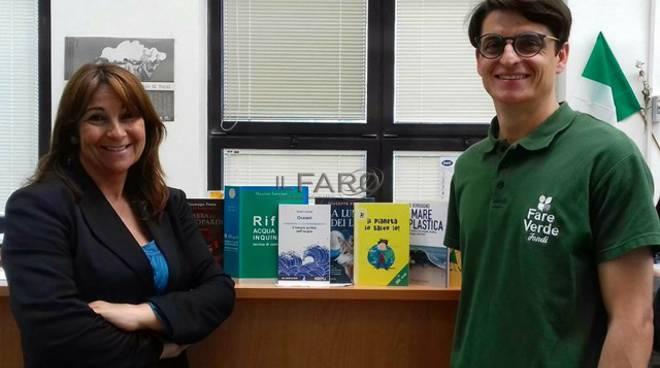 """""""Fare verde Fondi"""" dona altri 9 volumi alla Biblioteca comunale"""