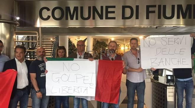 proteste in consiglio comunale a Fiumicino