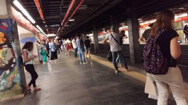Roma, metro A bloccata: treno guasto a Lucio Sestio - Il Faro Online