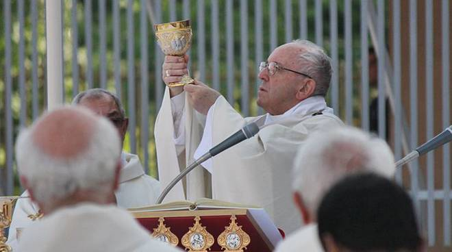 papa francesco messa ostia