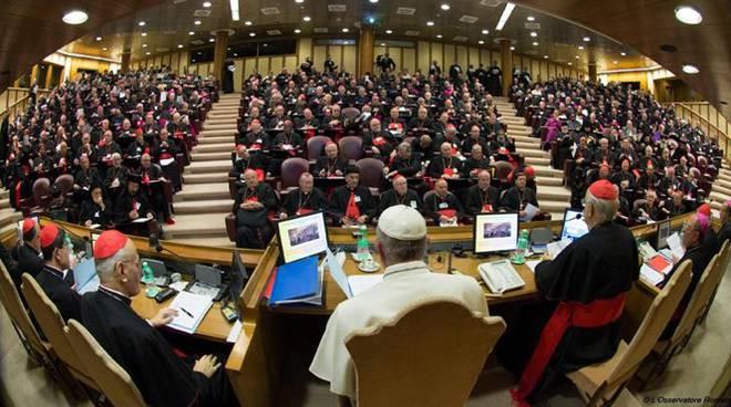 papa sinodo vescovi