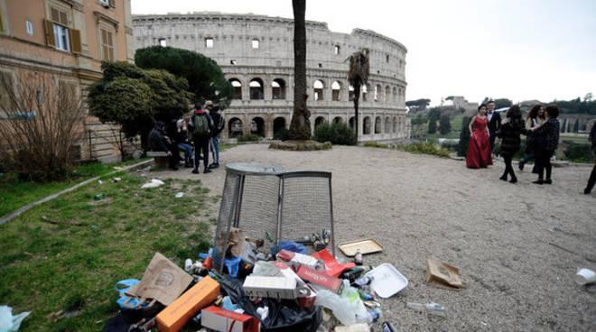 Rifiuti Roma_Colosseo