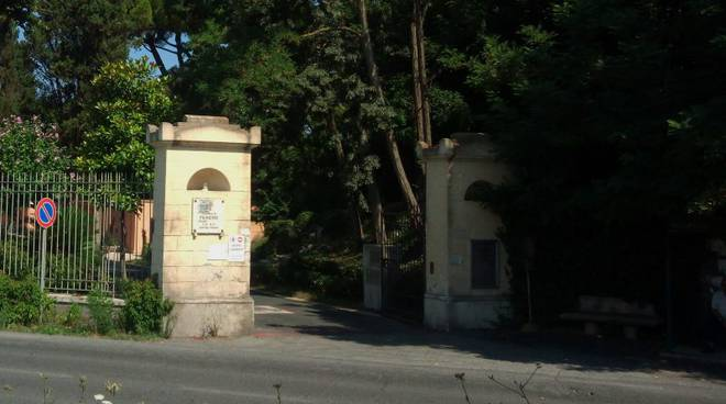 Fiumicino, ingresso del cimitero monumentale