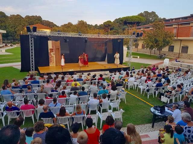 """""""Il parco e la commedia"""", grande successo per la rassegna di Sabaudia"""
