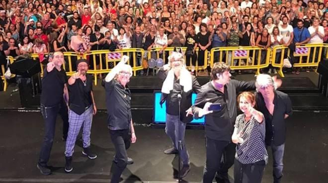 Il selfie degli Stadio dopo il concerto a Formia