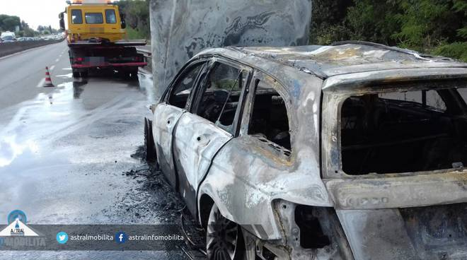 auto in fiamme pontina