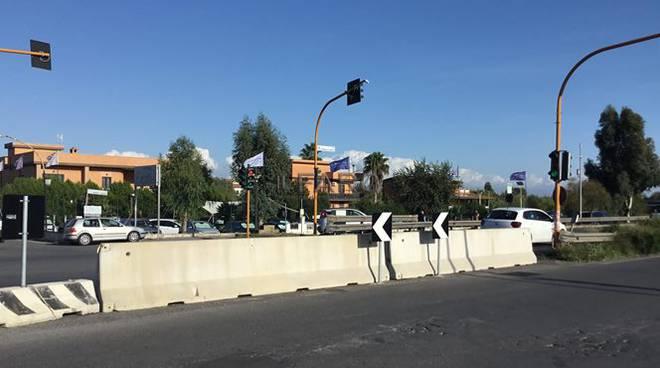 via Trincea delle Frasche chiusa semaforo
