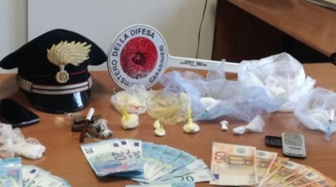 carabinieri arrestano due uomini per spaccio
