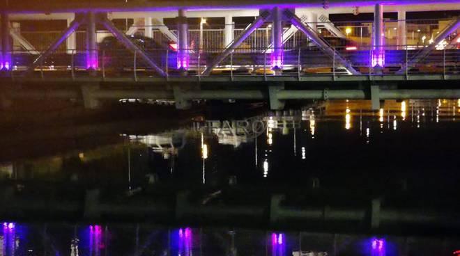 Lotta ai tumori, il Ponte Due Giugno si illumina di viola