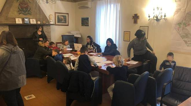 Bambini Aula Sindaco_Protesta chiusura scuola S_Antonio_2018_12_03
