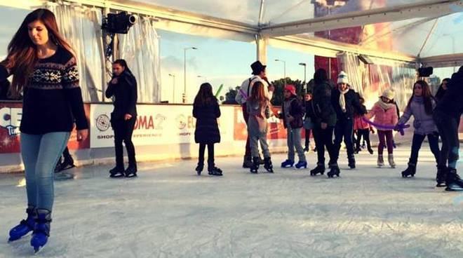 Ice Park, a Euroma2 il Natale si festeggia pattinando sul ghiaccio - Il Faro Online