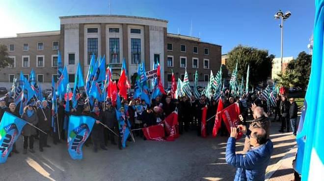 Pensionati in piazza, a Latina la manifestazione contro la manovra del Governo