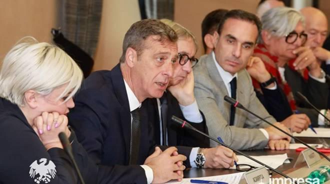 """Confcommercio Lazio sud: """"Le micro, piccole e medie imprese del Lazio rischiano di rimanere senza più ossigeno"""""""