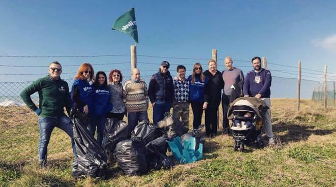Fare Verde e i cittadini puliranno dai rifiuti la spiaggia delle Saline