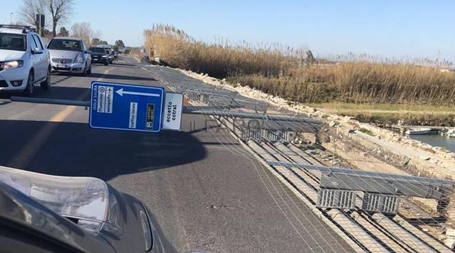 recinzione abbattuta ponte della scafa