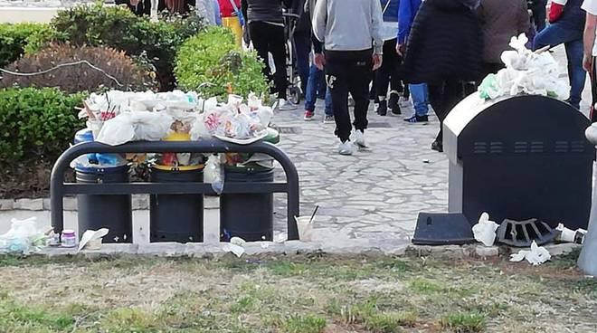 """A Sperlonga """"fioriscono"""" cestini dell'immondizia, la primavera del degrado continua"""