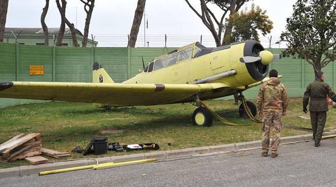 aereo giallo fiumicino