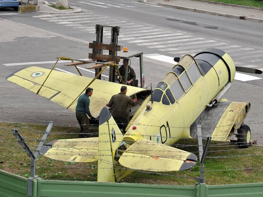 Fiumicino, nuova vita per l'aereo giallo di via Portuense