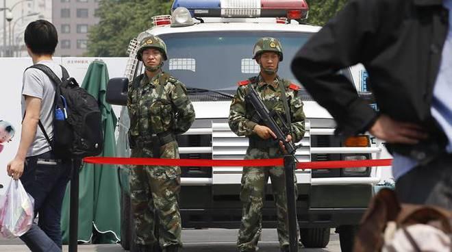 Cina, con l'auto investe la folla: 6 morti