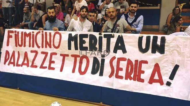 protesta palazzetto dello sport palafersini
