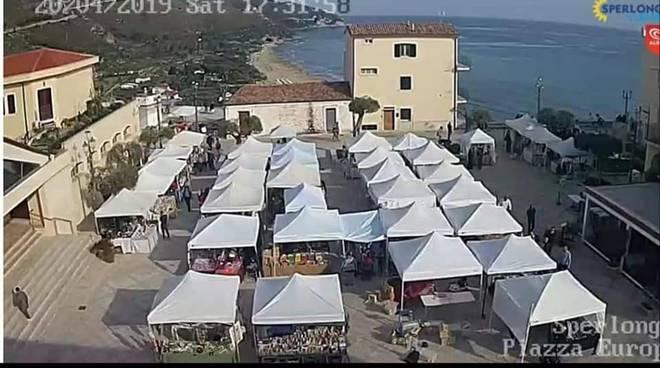 """Mercatini in piazza, Sperlonga cambia: """"Nessuna tutela per le attività locali"""""""