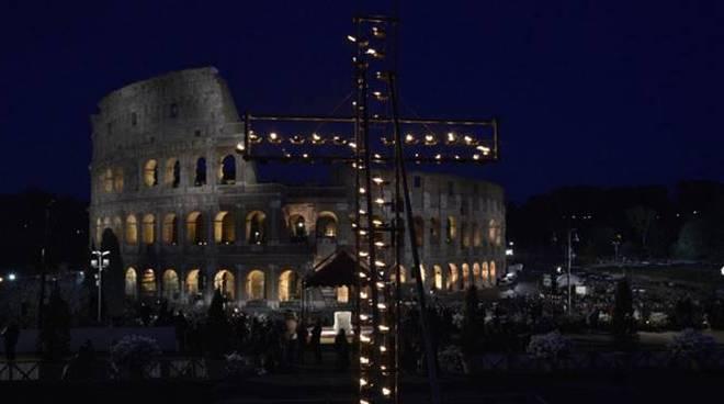 via crucis colosseo papa francesco