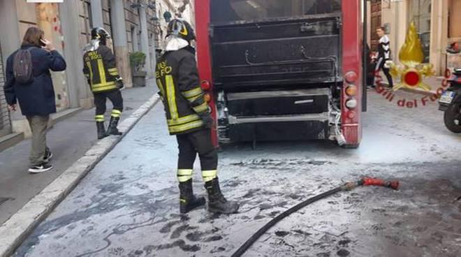 bus a fuoco roma