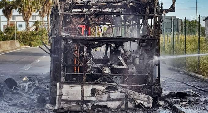 incendio bus parco leonardo