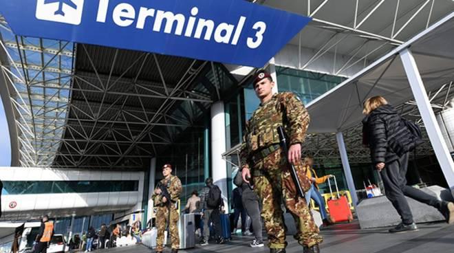militari sicurezza aeroporto di fiumicino