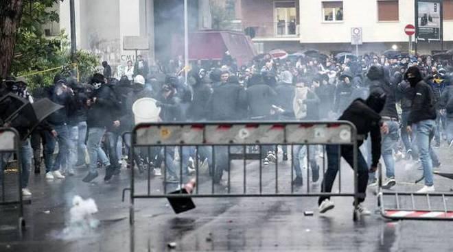 scontri ultras lazio atalanta coppa italia