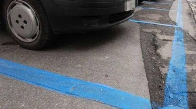 strisce blu parcheggio