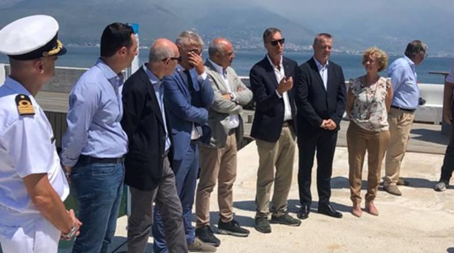 """A Gaeta arriva il primo bidone galleggiante aspirarifiuti, Confcommercio: """"Sosteniamo il progetto Lifegate Plasticless"""""""