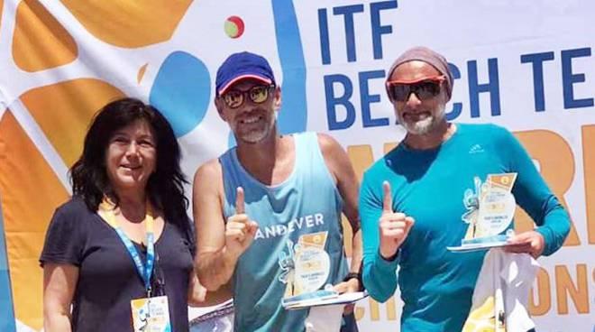 Antonio Belli mago del beach tennis