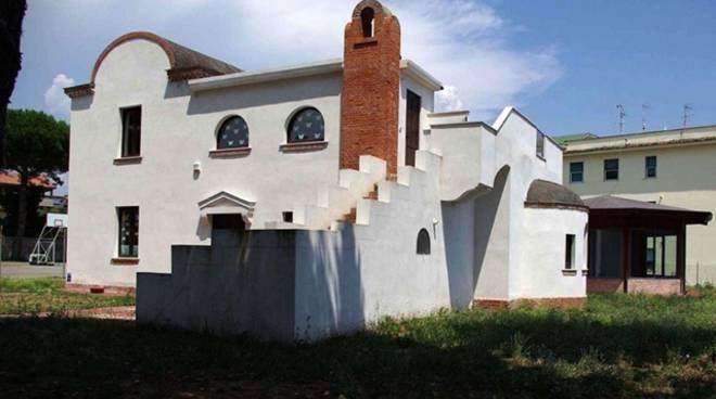 """Biblioteca """"Enzo Integlia"""" ancora chiusa e in stato di abbandono, l'attacco di """"Minturno Libera"""""""