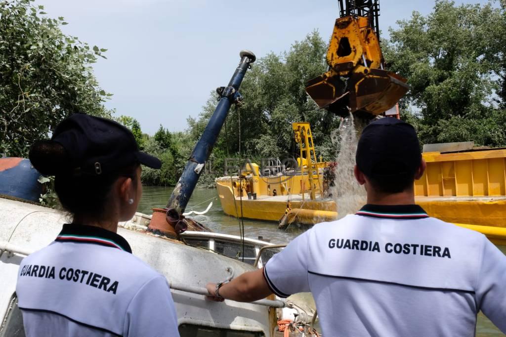 La Guardia Costiera ripulisce il Tevere dai relitti