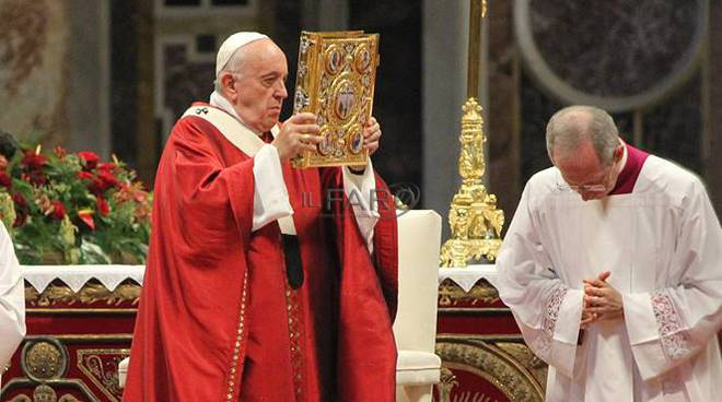 papa francesco san pietro e paolo evangeliario