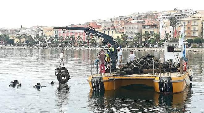 pneumatici in mare rifiuti in mare
