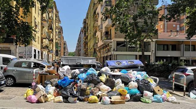 rifiuti roma cassonetti immondizia