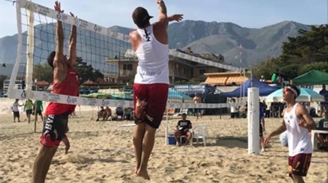 Spettacolo sulla sabbia: i favoriti dai pronostici dominano la tappa di Gianola del campionato under21 di beach volley