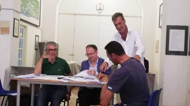 """""""Con Ponza"""": sull'isola lunata nasce il Consorzio di imprese siglato da Confcommercio Lazio sud"""