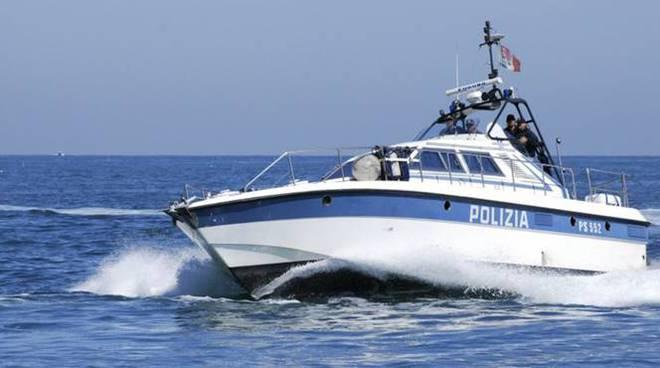 polizia di stato in mare motovedetta