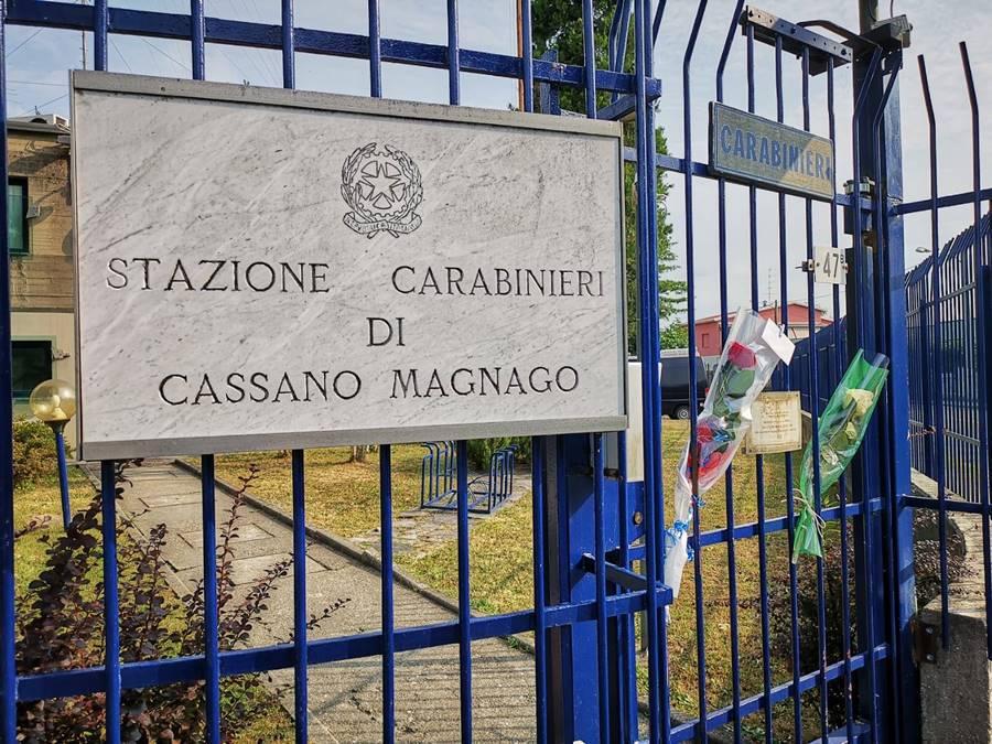 Rose e fiori per i Carabinieri, l'Italia si stringe intorno all'Arma