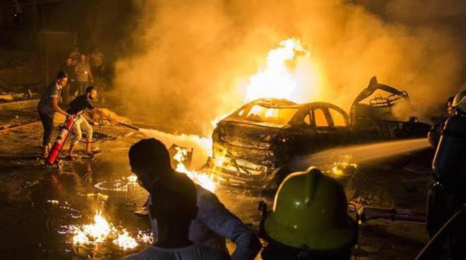 auto in fiamme egitto