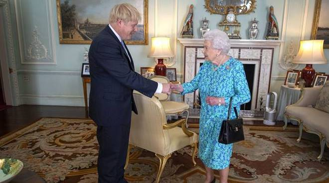 boris johnson regina elisabetta