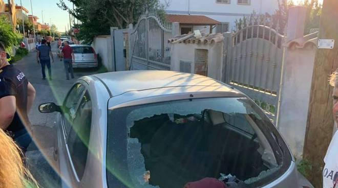 Fiumicino, aereo in volo perde i pezzi: danneggiate case e auto