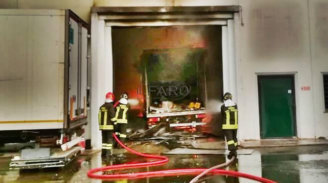 incendio carrozzeria latina