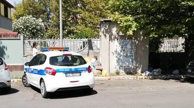 polizia municipale fiumicino rifiuti in strada fiumicino