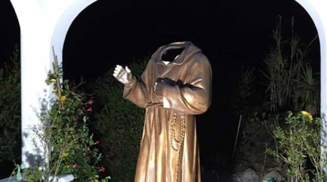 Ponza, chi ha decapitato la statua di Padre Pio? Al via le indagini